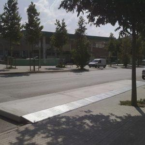 mobiliario_urbano_complementos_plataforma_bus_1